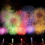 花火の色の秘密。カラフルな花火の仕組みと日本独自の職人技。