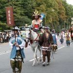 京都・時代行列2016年。平安神宮秋祭りの有料観覧席と無料の穴場