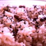 お赤飯の色。赤を綺麗に出すコツを和菓子屋さんの技に学ぶ。